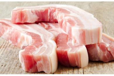 Nên luộc thịt bằng nước sôi hay nước lạnh?