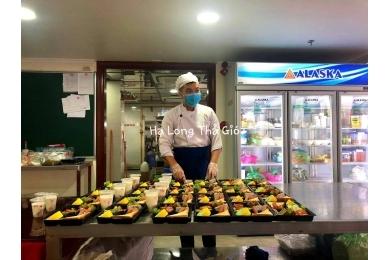 Bữa ăn cách ly trong khách sạn hạng sang tại Việt Nam